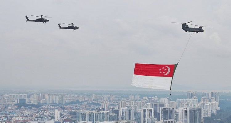 NDP Singapore 2017 - State flag deployment by 127 Squadron