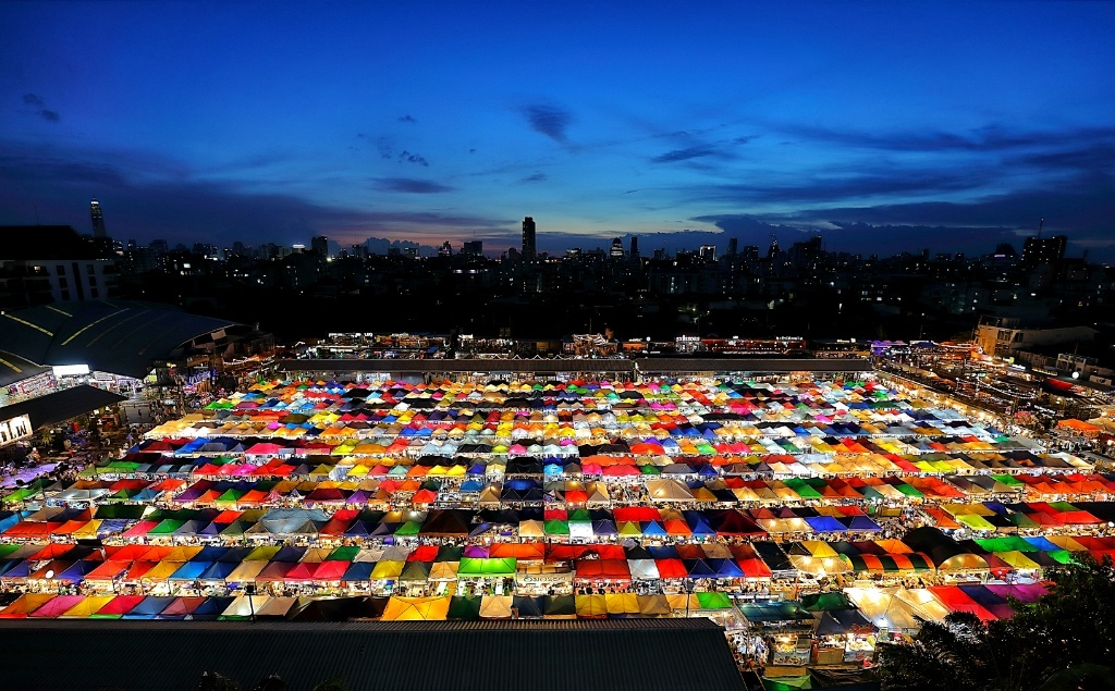 Photographing Bangkok New Rod Fai Night Market at Ratchada