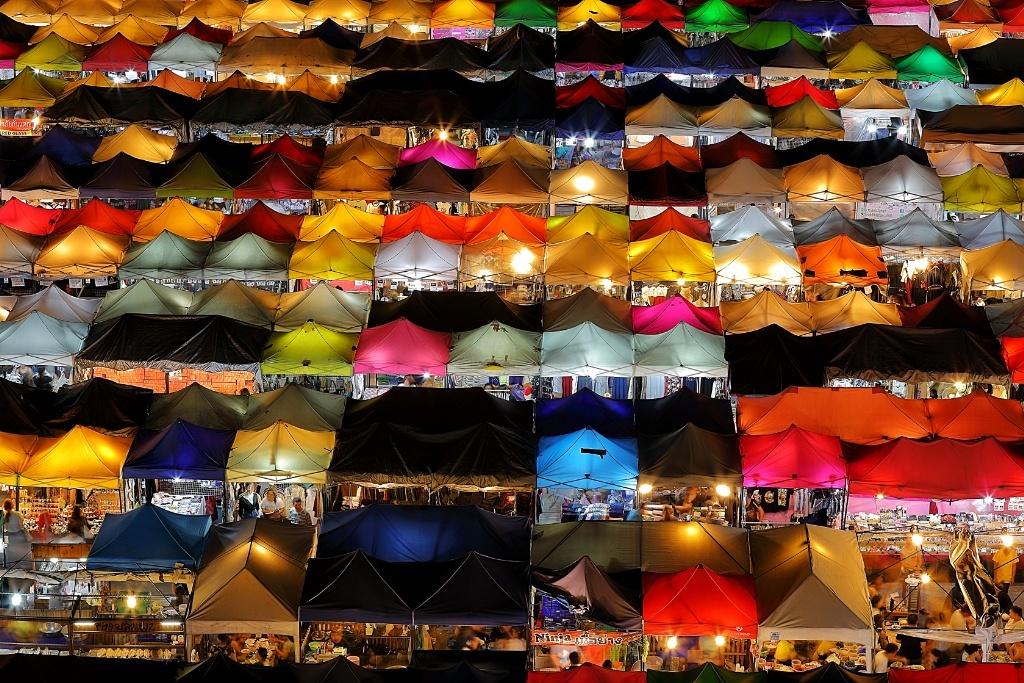 Photographing Bangkok New Rod Fai Night Market at Ratchada
